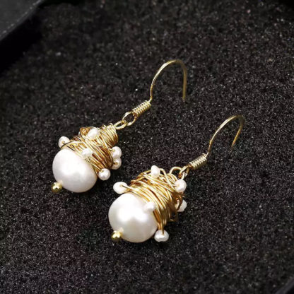 Natural pearl gold wire earrings